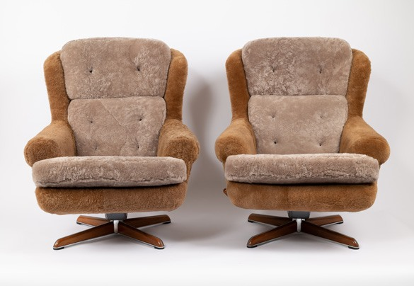 PAIR OF ARMCHAIRS BY DUX