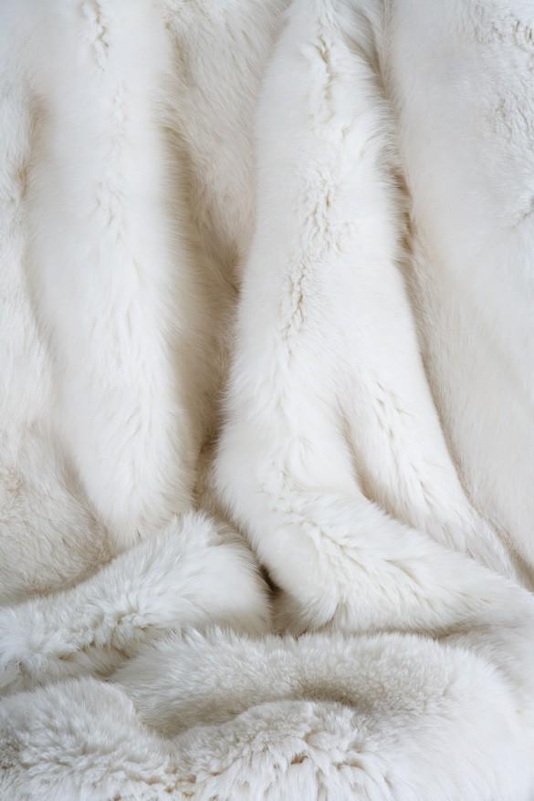 WHITE FOX PLAIDS AND CUSHIONS